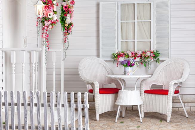 Portico in stile provenzale di colore bianco