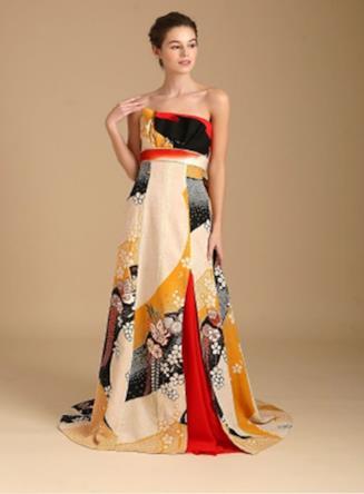 Una bella ragazza indossa un abito stile impero multicolore