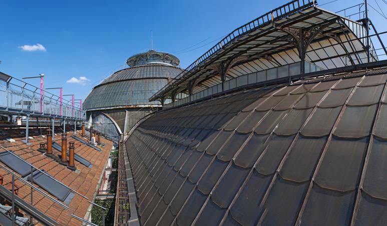 Un tratto del percorso che si snoda sui tetti della Galleria Vittorio Emanuele di Milano.