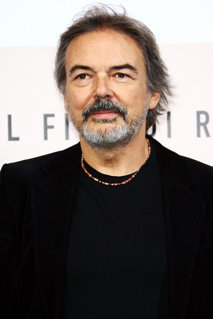Primo piano di Mauro Pagani, con una giacca nera