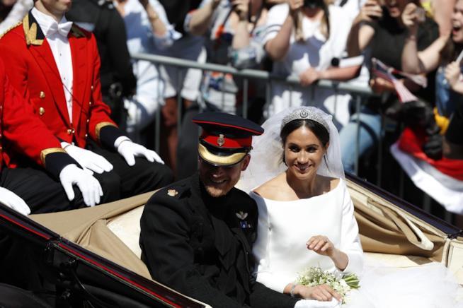Harry e Meghan in carrozza dopo le nozze
