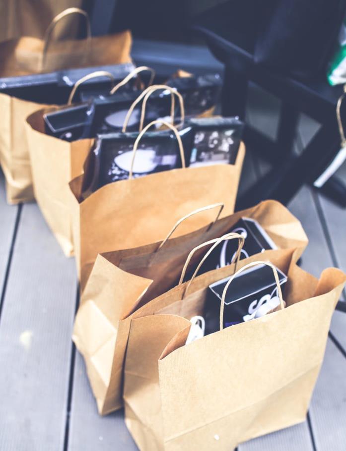 Buste piene di acquisti