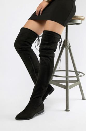 Stivali piatti sopra il ginocchio