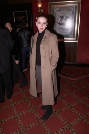 Scarlett Johansson in cappotto e look casual