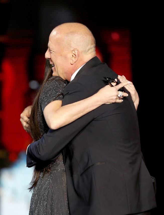 L'abbraccio tra Demi Moore e Bruce Willis