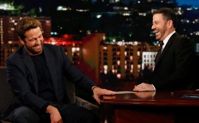 Gerard Butler ride con il presentatore Jimmy Kimmel