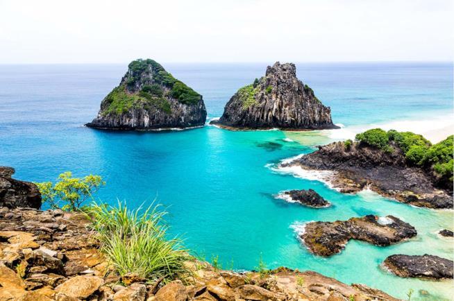 Costa di un'isola a Fernando de Noronha in Brasile
