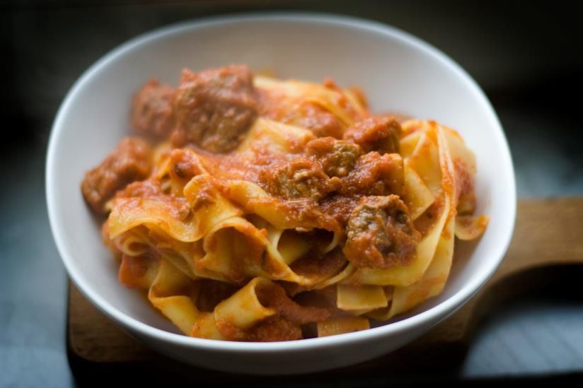 Un piatto di pasta con ragù di cinghiale