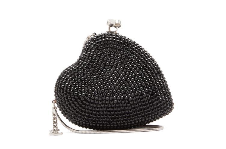 La clutch a forma di cuore di YSL conquista il mondo fashion