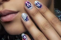 Nail art di tendenza le unghie gel blu