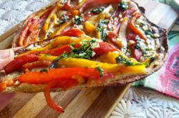 Focaccia sottile con peperoni