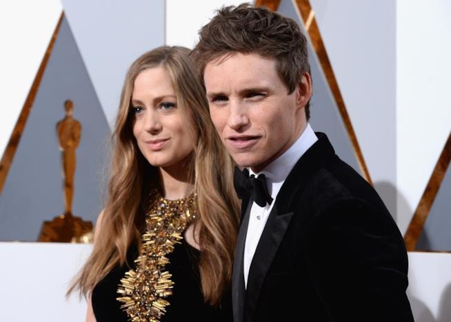 Eddie Redmayne con la moglie Hannah