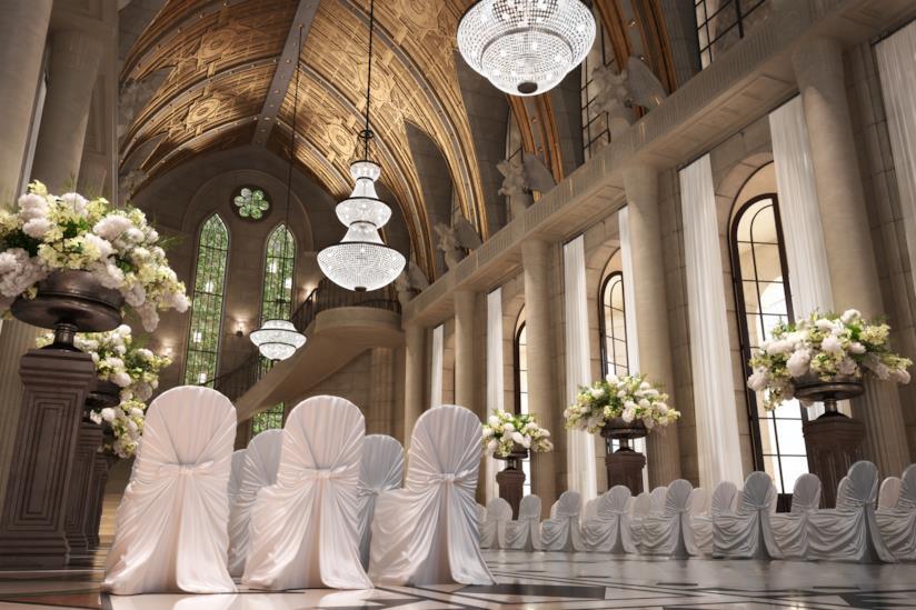 Cattedrale decorata con fiori per un matrimonio