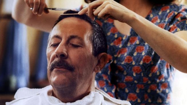 Jean Rochefort e la moglie parrucchiera: passione tra shampoo e capelli
