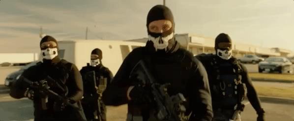 Una rapina in una scena del film, Nella Tana dei Lupi