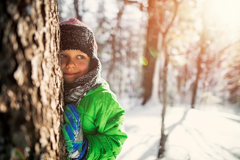 Bambino in inverno