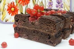 Dolce al cacao e frutti rossi