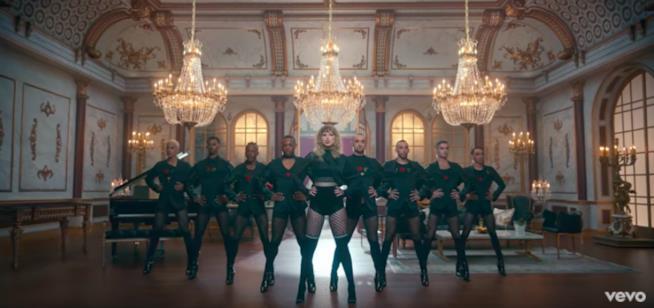 Taylor Swift con i suoi 8 ballerini, ossia i suoi 8 (celebri) fidanzati