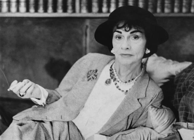 Coco Chanel in primo piano