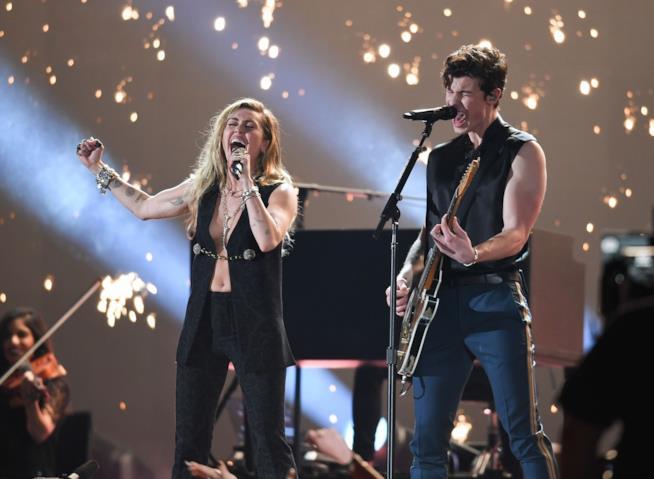 Shawn Mendes con Miley Cyrus