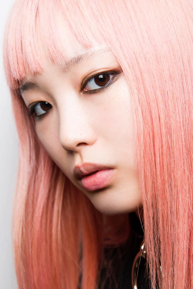 Capelli lunghi e rosa con frangia