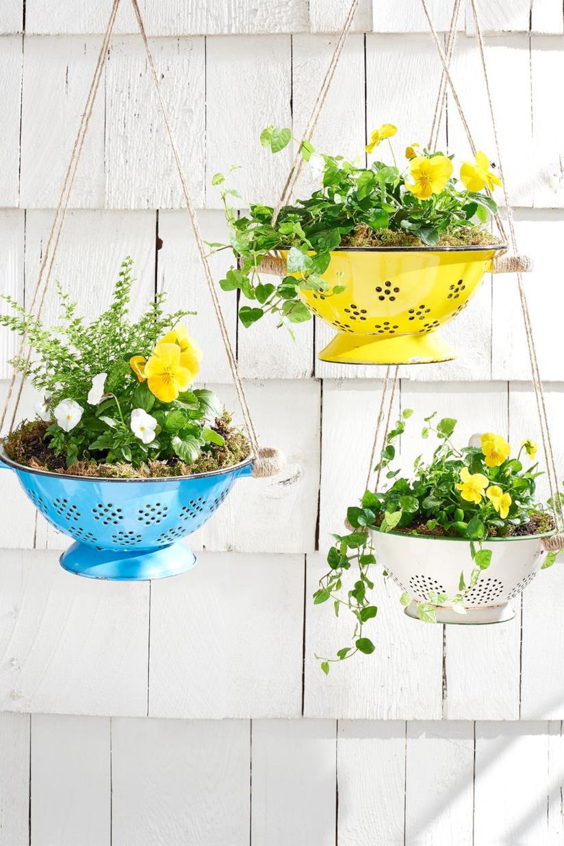 Progetto terminato dello scolapasta pieno di fiori