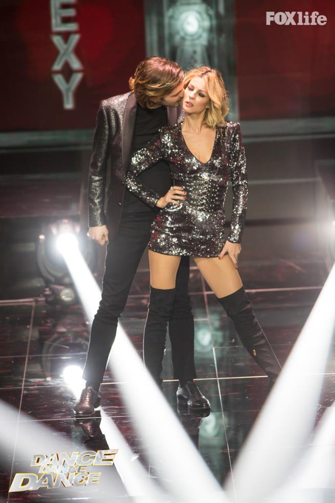 Roberta e Tommaso, esibizione di gruppo nel sesto serale di Dance Dance Dance 2