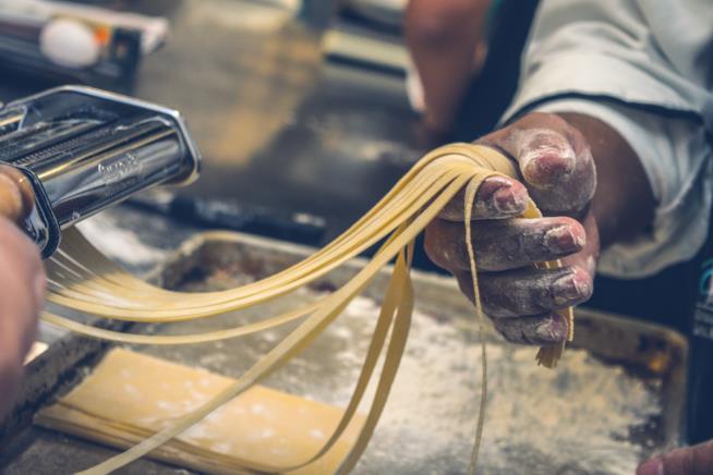 Pasta fresca mentre viene preparata