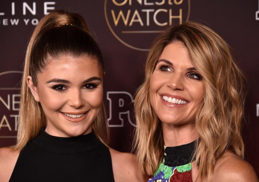 Lori Loughlin e una delle sue figlie