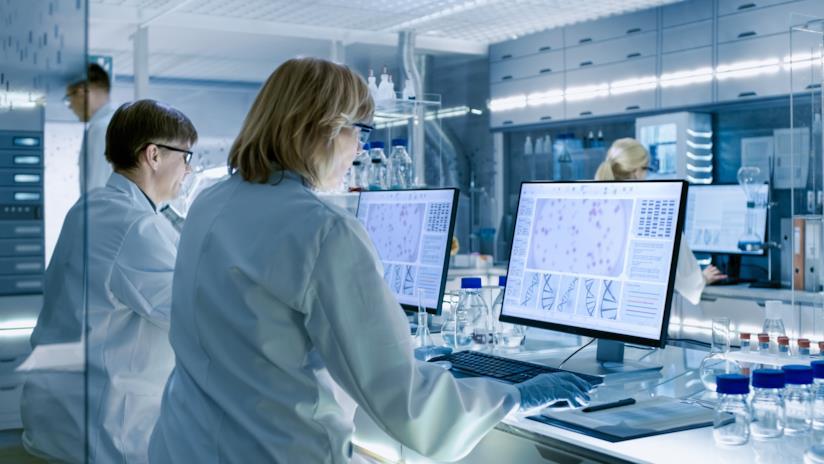 Donne nelle STEMS: nasce il database Request A Woman Scientist