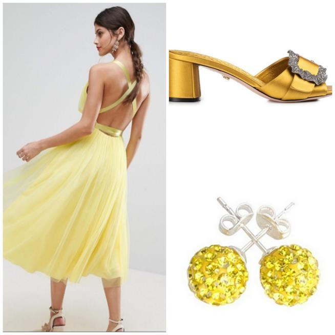 Abito, orecchini e sandali gialli