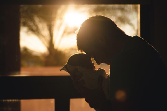 Padre e figlio neonato