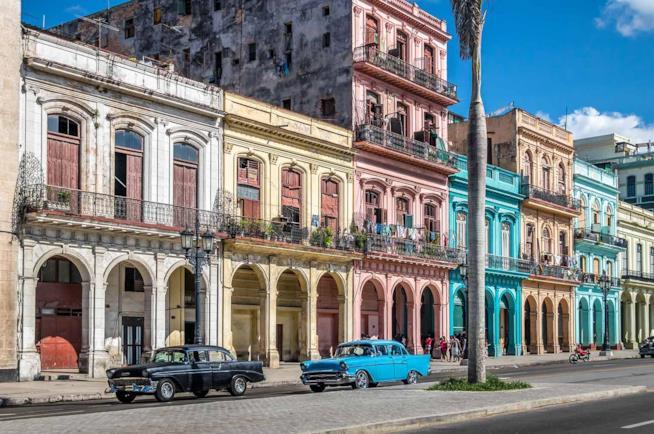 Case colorate nel centro storico di Avana a Cuba