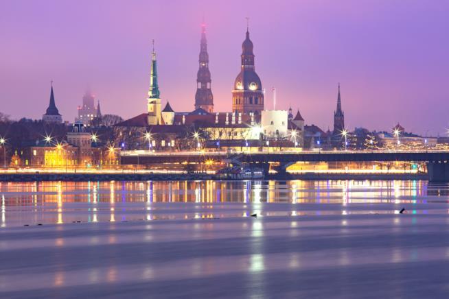 Riga, capitale della Lettonia, al tramonto