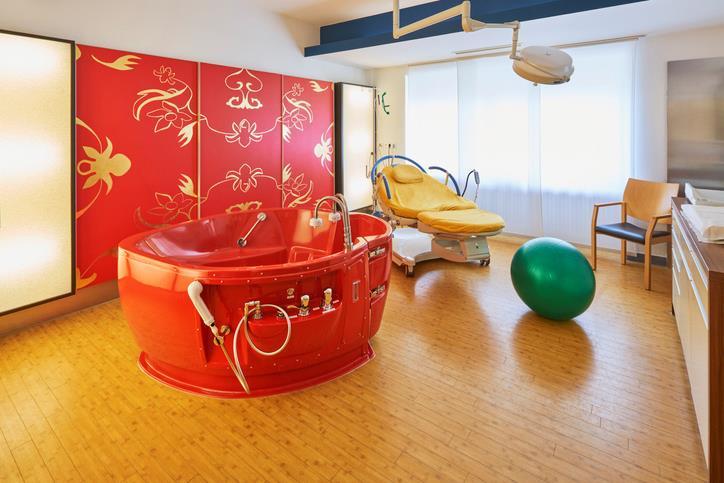 Vasca utilizzata per il parto in acqua in ospedale