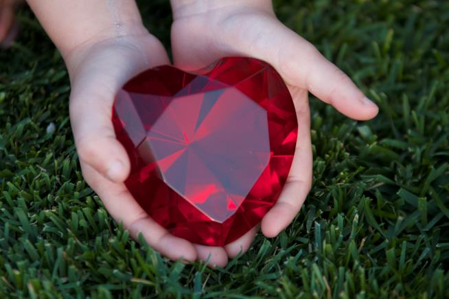 Un cuore rubino tra le mani