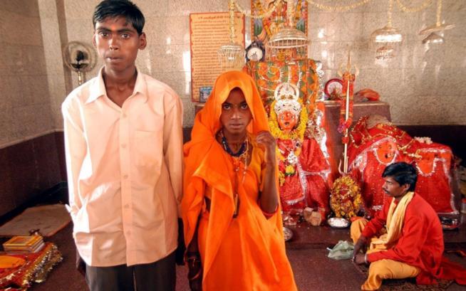 Il momento del matrimonio di una bambina