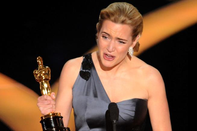 Kate Winslet piange durante il discorso di ringraziamento dell'Oscar