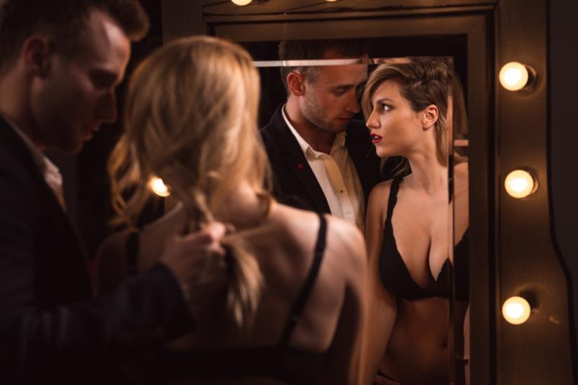 Il gioco erotico di coppia per eccellenza: lo specchio