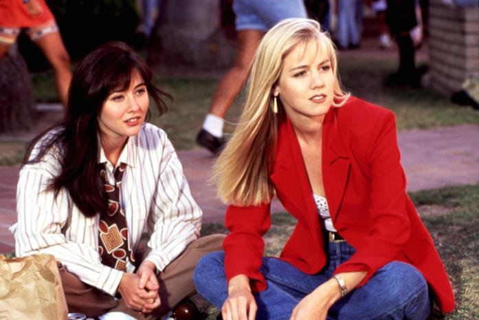 Una scena di Beverly Hills 90210 con Brenda e Kelly