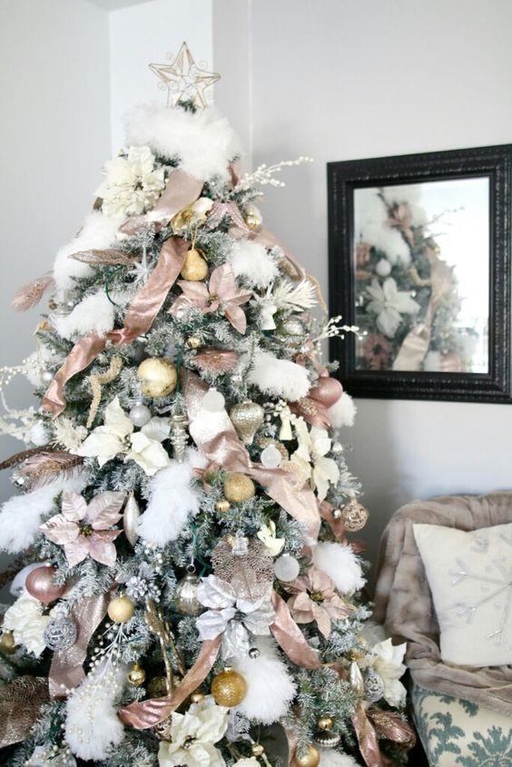 Albero di Natale con cotone innevato