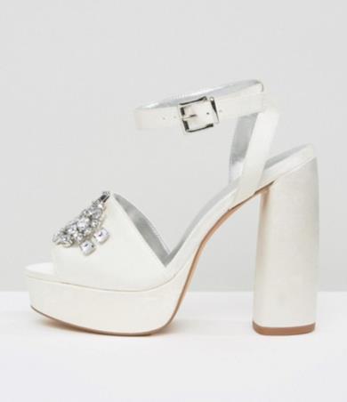 Sandali da sposa con plateau decorati