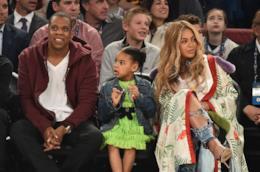Primo piano di Beyoncé e Blue Ivy con Jay Z