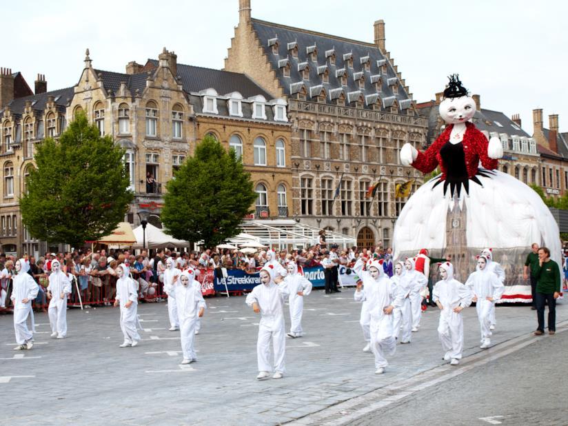 Mete per amanti dei gatti: Ypres e la Cat Parade