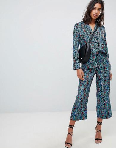 Camicia e pantaloni stampati in coordinato