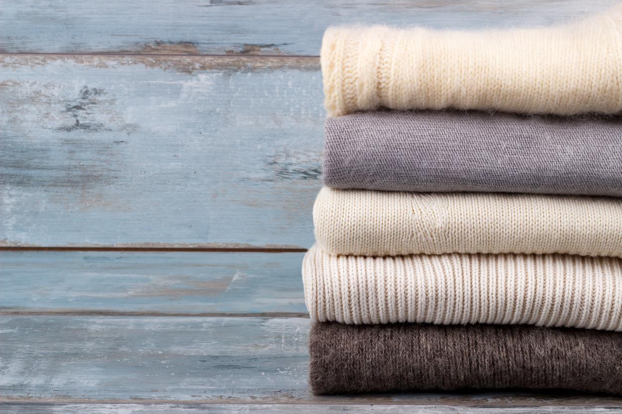 5 trucchi per sistemare i vestiti come in un negozio di abbigliamento