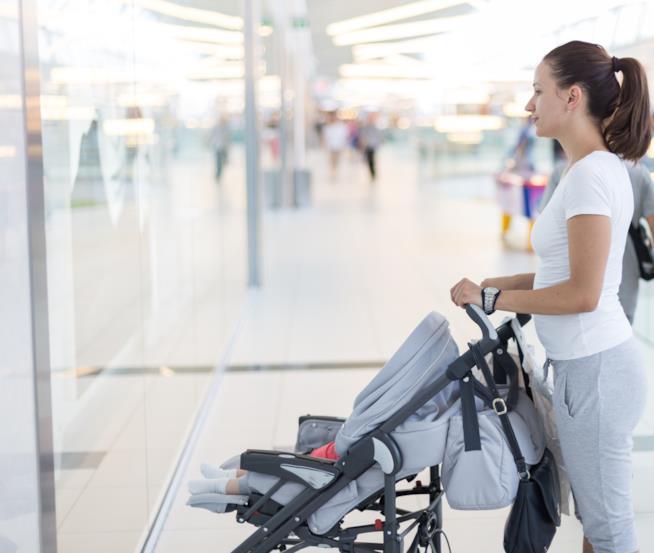 L'indispensabile borsa accompagna una mamma e il suo bambino ovunque