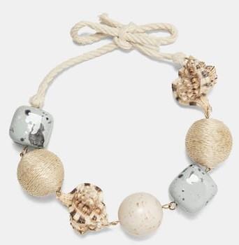 Con le conchiglie e le pietre naturali, la collana di Zara per l'estate 2018