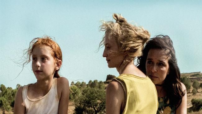 Sara Casu, Alba Rohrwacher e Valeria Golino in una scena di Figlia mia