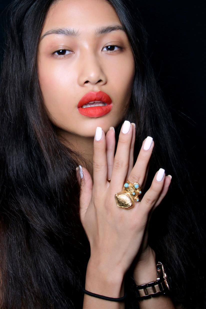 Unghie gel bianche nail art semplice
